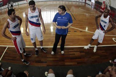 Zilda Pessoa é técnica do time masculino de basquete da UCB (DF) há 11 anos (Foto: Divulgação/COB)