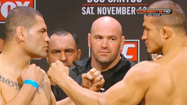 Cain Velasquez Junior Cigano pesagem UFC (Foto: Reprodução Combate)