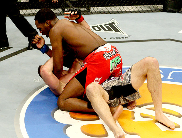 Jon Jones na luta do UFC contra Matt Hamill (Foto: Getty Images)
