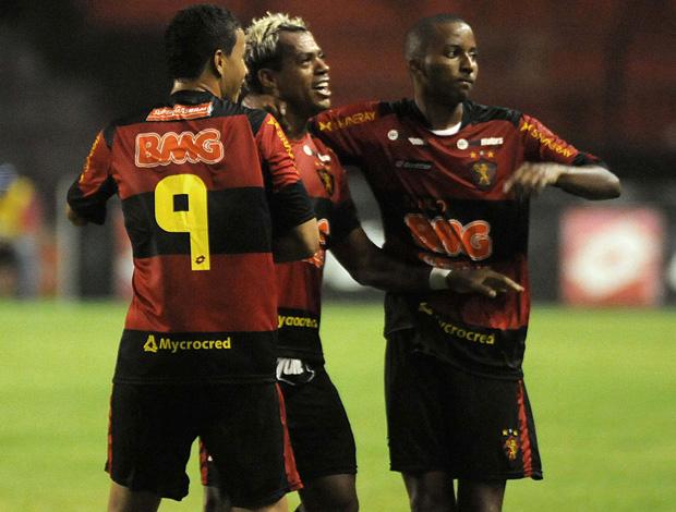 Marcelinho Paraiba comemora gol do Sport sobre o Americana (Foto: Antônio Carneiro/Futura Press)