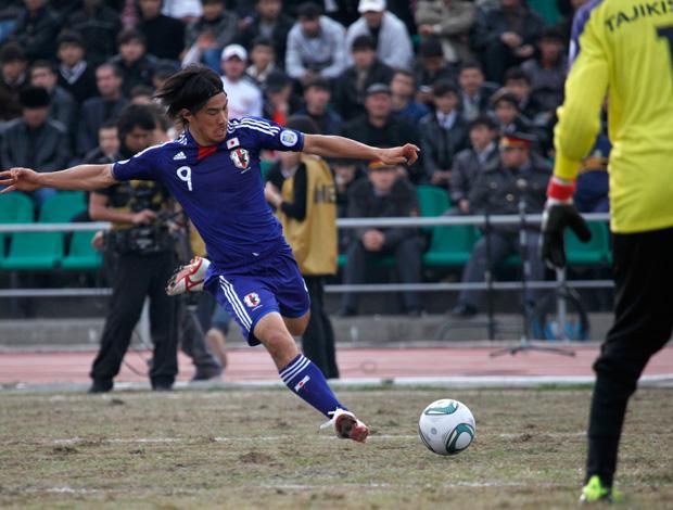 Shinji Okazaki, Japão x Tajiquistão (Foto: AP)