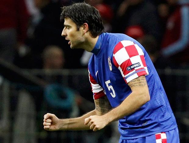 Corluka comemora gol da Croácia contra a Turquia (Foto: Reuters)