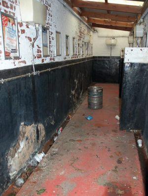 Banheiro do Oldham Athletic na Inglaterra (Foto: Reprodução)