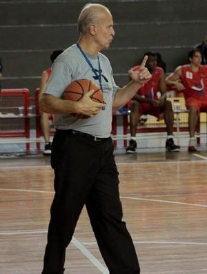 Árbitro internacional desde 1981, gaúcho Fernando Mabilde completa 45 anos dedicados ao esporte acadêmico (Foto: Divulgação/COB)