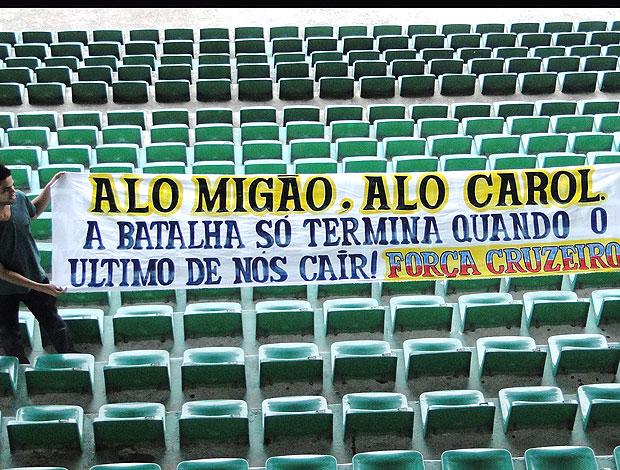 faixa da torcida do Cruzeiro (Foto: Marco Antônio Astoni / Globoesporte.com)
