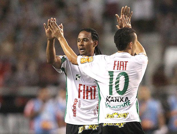 Kempes comemora gol do América-MG contra o Fluminense (Foto: Ag. Estado)