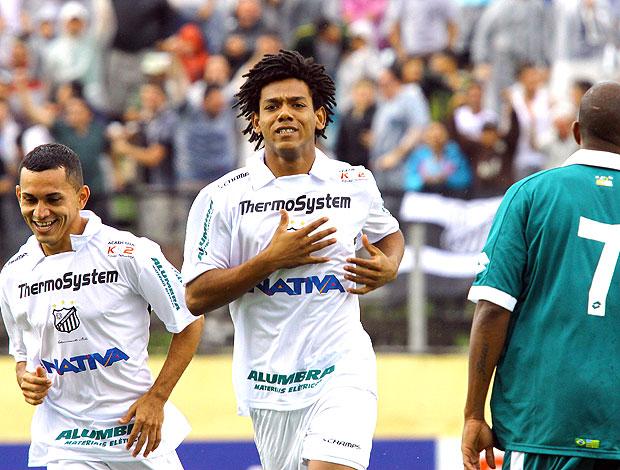 Romário comemora gol do Bragantino contra o Goiás (Foto: Luis Moura / Ag. Estado)