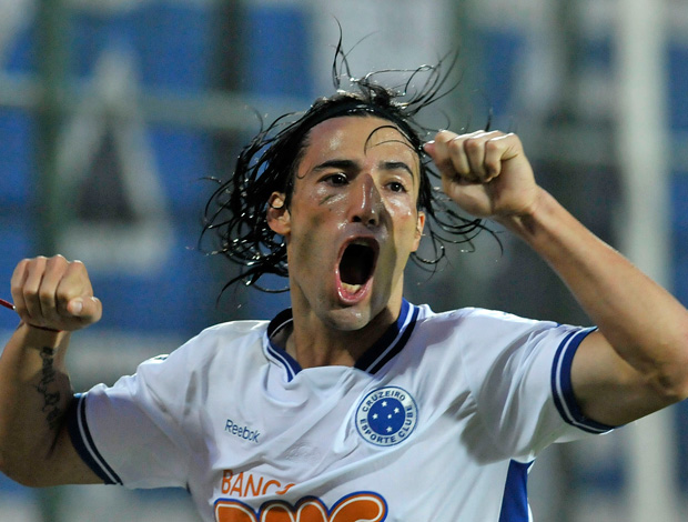 Farias cruzeiro gol internacional (Foto: Pedro Vilela / Agência Estado)