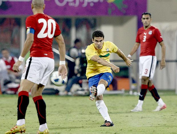 Hernanes na partida do Brasil contra o Egito (Foto: Mowa Press)