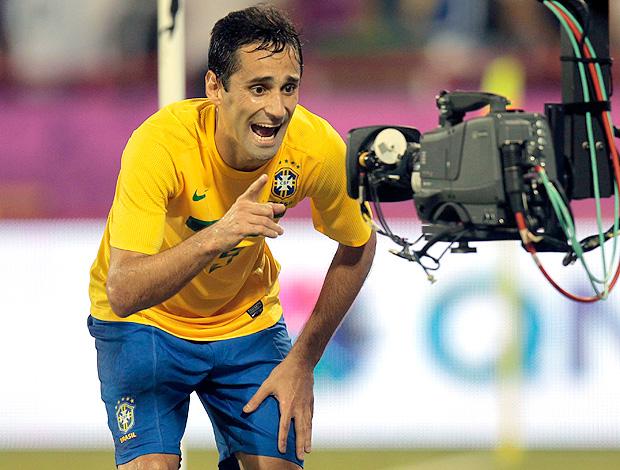 Jonas comemora gol do Brasil contra o Egito (Foto: Reuters)