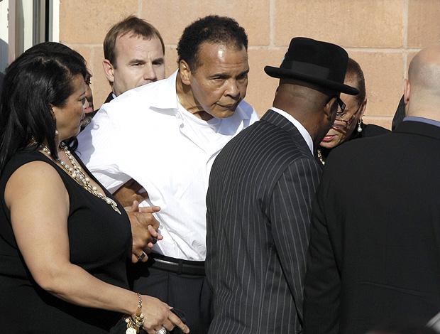 Muhammad Alí no enterro de Joe Frazier , na Filadélfia (Foto: Agência AP)
