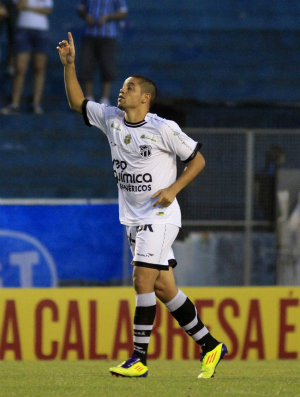 Felipe Azevedo comemora gol contra Grêmio no Olímpico (Foto: Wesley Santos/Agência Estado)