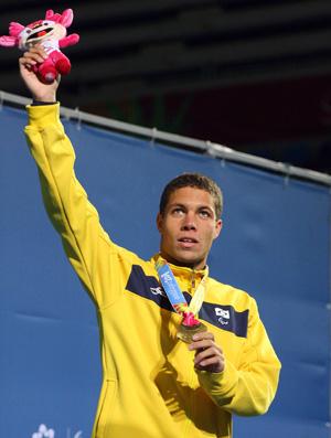 Parapan - Vanilton revelação natação no pódio (Foto: AFP)