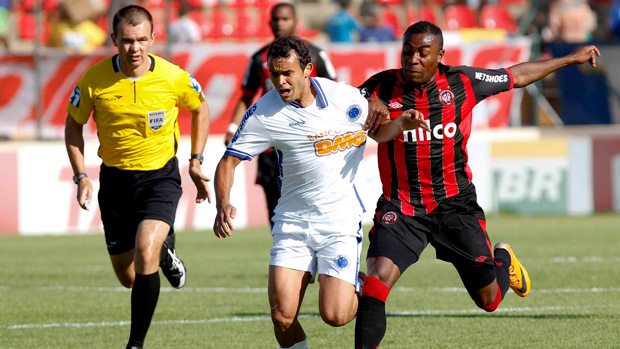 Charles Cruzeiro Guerron Atlético-PR (Foto: Washington Alves / VIPCOMM)