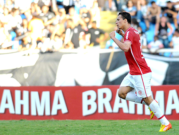 Leandro Damião gol Internacional (Foto: Futura Press)