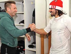 Cassano visita o Milan (Foto: Divulgação / Site Oficial do Milan)