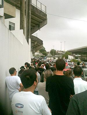fila de torcedores do Corinthians para comprar ingressos (Foto: Reprodução / Twitter)