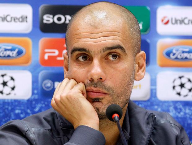 Guardiola em coletiva no Barcelona (Foto: Reuters)