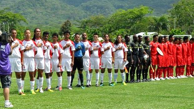Seleção de Samoa Americana, com o transexual Johnny Saelua (Foto: Divulgação / FIFA.com)