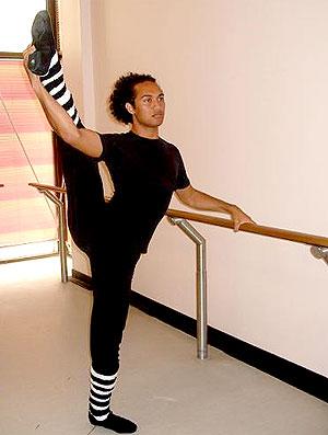 Johnny Saelua fazendo ballet (Foto: Divulgação / Arquivo Pessoal)