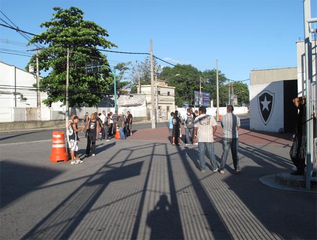 Torcida do Botafogo protesta no engenhão (Foto: Thales Soares/Globoesporte.com)