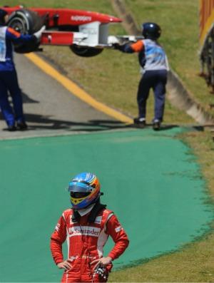 Alonso teve problemas com sua Ferrari (Foto: AFP)