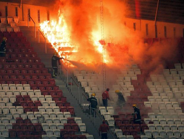 Torcida Sporting Benfica Estádio da Luz (Foto: AP)