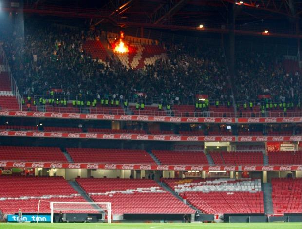 Torcida Sporting Benfica Estádio da Luz (Foto: EFE)