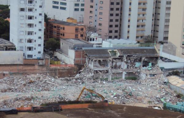 Demolição da arquibancada da Arena Palestra (Foto: Divulgação)