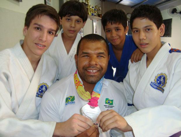 Tenório treina judô com crianças de São José do Rio Preto (Reportagem e Foto: Alan Schmeider)