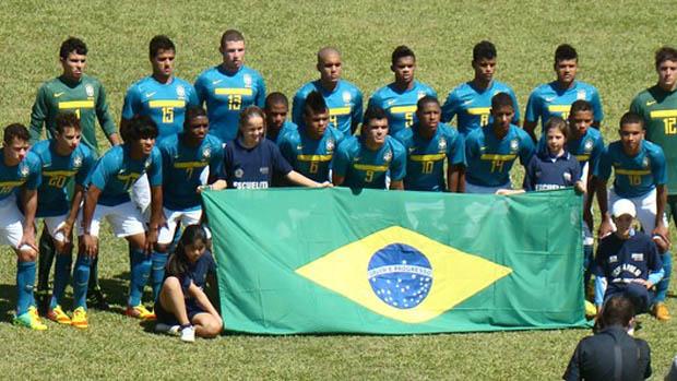 Seleção brasileira sub-15 que disputa o Sul-Americano, no Uruguai (Foto: Divulgação)