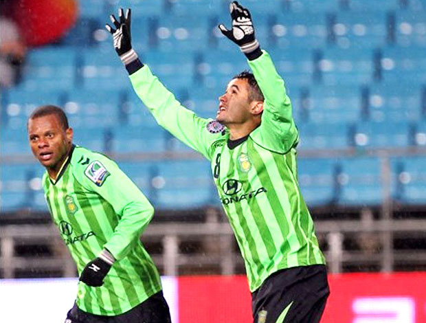 Eninho e Luiz Henrique comemoram gol do Jeonbuk (Foto: Divulga&#231;&#227;o)
