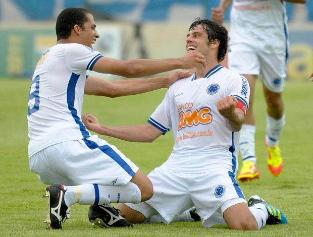 Fabricio comemora gol do Cruzeiro sobre o Atlético-MG (Foto: Douglas Magno/Agência Estado)