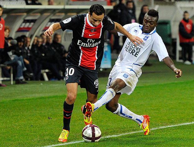 Nenê na partida do PSG contra o Auxerre (Foto: Reuters)