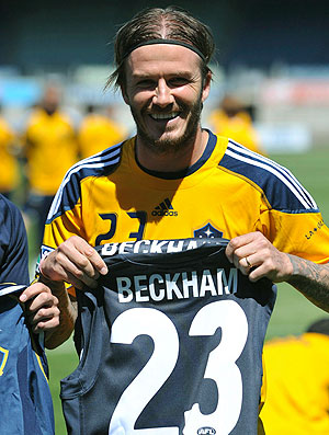 Beckham com a camisa do Calton Football (Foto: EFE)