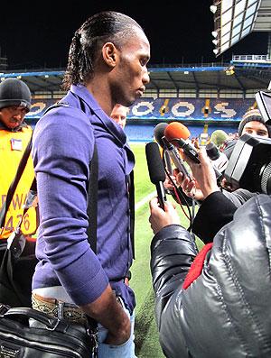 Drogba durante entrevista após partida do Chelsea (Foto: Cahê Mota / GLOBOESPORTE.COM)