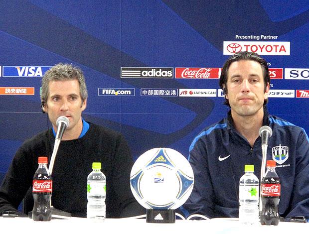 Ramon Tribulietx e Ivan Vicelich, técnico e capitão do Auckland (Foto: Thiago Dias / Globoesporte.com)