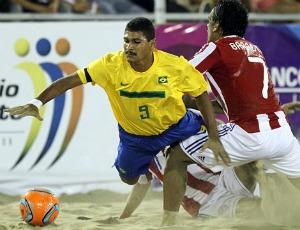 André, Brasil x Paraguai - final do Sul-Americano de futebol de areia (Foto: Divulgação / CBBS)