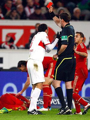 Molinaro foi expulso pelo Stuttgart (Foto: Reuters)