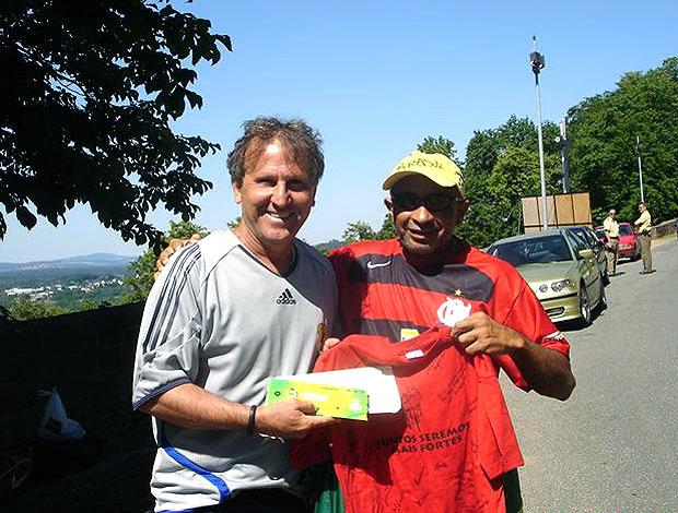 Moraes, torcedor do Flamengo, com Zico (Foto: Divulgação)