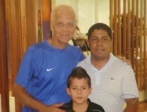 Menino Pedro Lucas, seu pai Francisco Obermuller, e Ademir da Guia, ex-jogador, ídolo do Palmeiras (Foto: Reprodução/TV Gazeta)