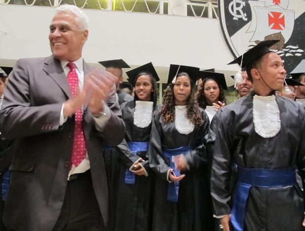 Roberto Dinamite e alunos do Colégio Vasco da Gama (Foto: Gustavo Rotstein/Globoesporte.com)
