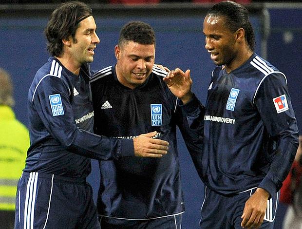 Ronaldo, Drogba e Pires (Foto: AP)