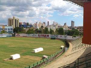 Estádio Uberabão já esta com novo gramado instalado.  (Foto: Luiz Vieira)