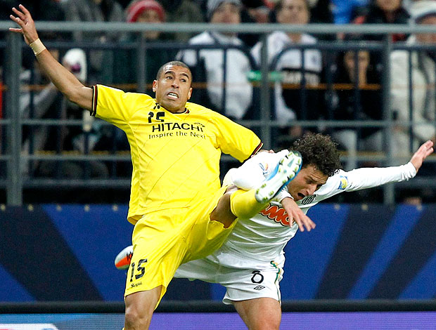Elano e Jorge Wagner na partida do Santos contra o Kashiwa (Foto: Reuters)