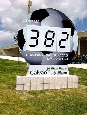 Relógio regressivo para finalizar as bras do Castelão, em Fortaleza (Foto: Diego Morais / Globoesporte.com)