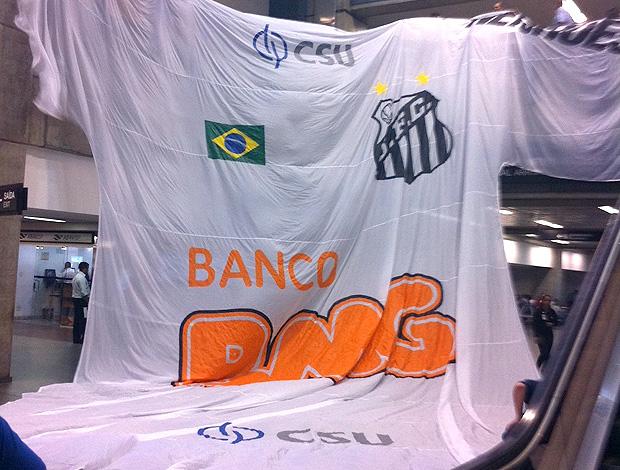 Camisa gigante do Santos (Foto: Divulgação)