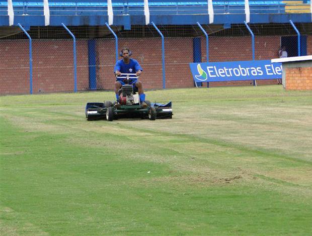 gramado estádio resacada avaí (Foto: Daniel Almeida)