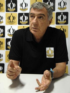 Técnico Paulo Mussalem é apresentado no Imperial (Foto: Ari Gomes/Divulgação)