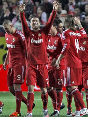 Cristiano Ronaldo comemora gol do Real Madrid sobre o Sevilla (Foto: EFE)